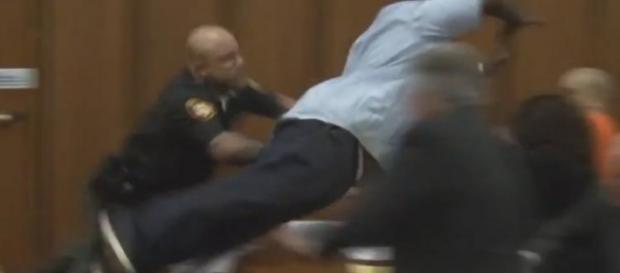 Van Terry tenta agredir o assassino da sua filha