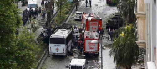 La explosión ocurrió en la hora punta de la mañana en el centro de Estambul