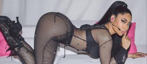 Nicki Minaj dans une pose suggestive