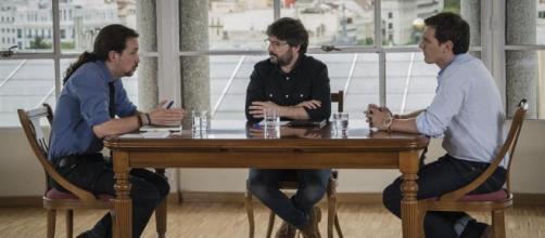 Pablo Iglesias y Albert Rivera moderados por Jordi Évole anoche.