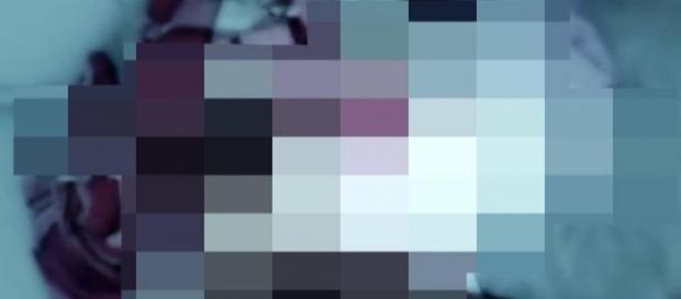 O vídeo mostra a adolescente tentando reagir ao estupro