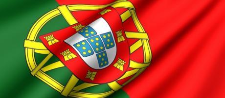Bandeira deve ser vista da rua com o verde no lado esquerdo