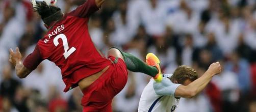 Expulsão de Bruno Alves no jogo Inglaterra-Portugal