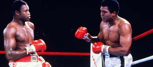 Larry Holmles e Muhammad Ali, na luta de outubro de 1980