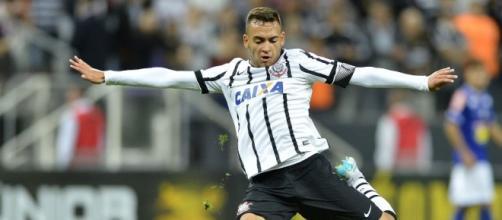 O volante Maycon deve deixar o Corinthians e seguir rumo ao Coritiba ou Ponte Preta