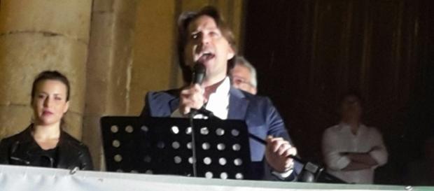 Corrado Figura durante il comizio di apertura