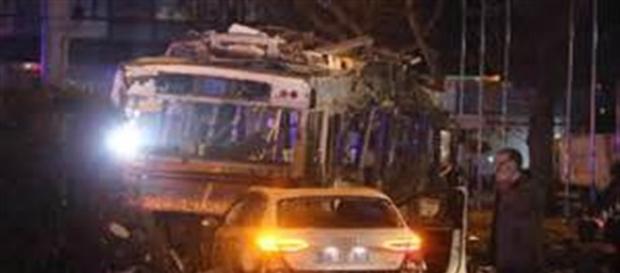 Il luogo dell'attentato subito dopo l'esplosione