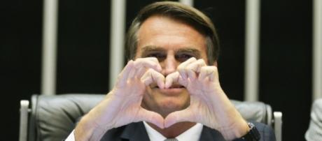 Bolsonaro é o político que mais cresce em popularidade em meio à crise política