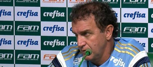 O técnico Cuca, do Palmeiras, confirmou que não daria mais espaço para o jogador no clube.