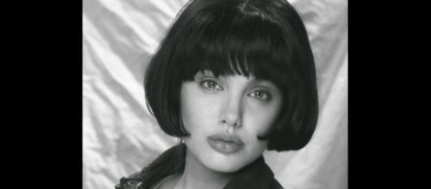 Angelina Jolie com 15 anos de idade.