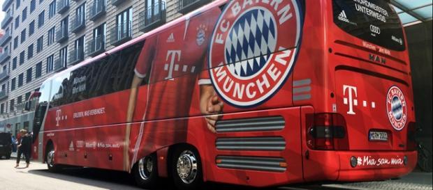 Der Mannschaftsbus des FC Bayern München - (c) FC Bayern München AG