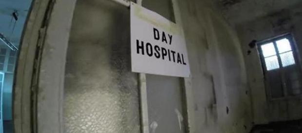 """Ospedale Forlanini di Roma, da tempo abbandonato al degrado. (Foto: """"Corriere.it)"""