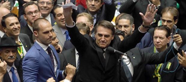 Jair Bolsonaro em discurso na Câmara