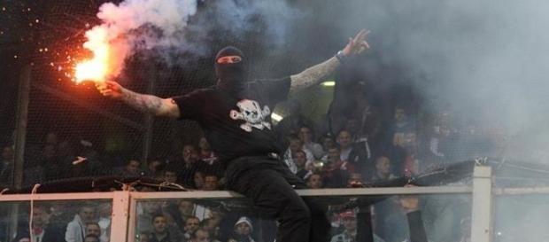 Los hooligans vuelven a dejar al fútbol como un tema secundario.