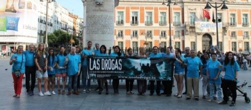 Grupo de voluntarios en la Puerta del Sol
