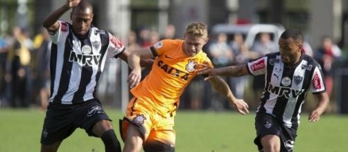 Mesmo sem chances para jogar, Marlone prefere continuar no Corinthians