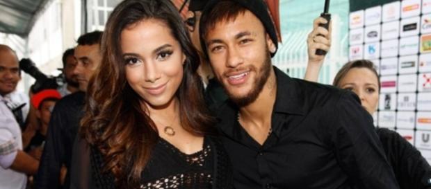 Anitta recorre a ajuda do jogador Neymar