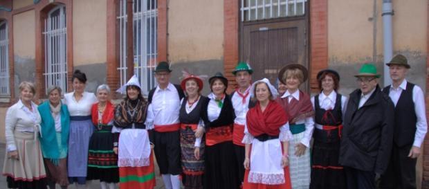 Chorale de l'association italienne DAMIANO - DamianoCORO - en costumes traditionnels.