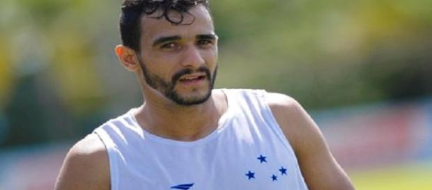Ex-Cruzeiro e Palmeiras, Henrique Dourado pode acertar com o Flu (Foto: Washington Alves/Light Press/Cruzeiro)