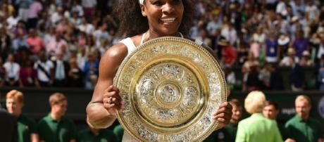 Serena Williams conquistó su séptimo título en el césped londinense y logró su 22 Grand Slam, marca que iguala el récord de Steffie Graf