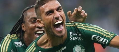 Rafael Marques e Arouca comemoram gol no Verdão