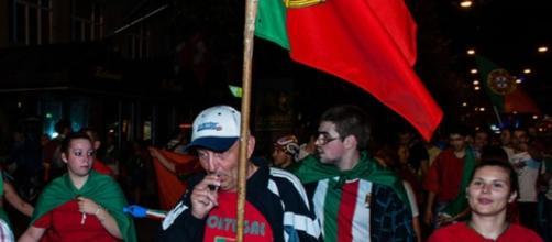 Supporters portugais dans les rues de Lausanne. Crédit photo, Gustave Deghilage