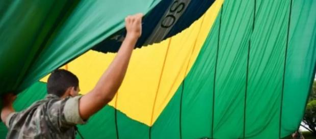 Temer obriga Bandeira Nacional