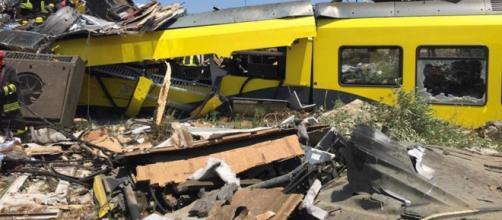 Disastro ferroviario in Puglia: scontro tra treni, almeno 20 morti ... - panorama.it