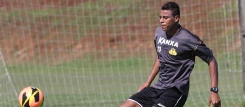 O atacante Gustavo, do Criciúma, pode ser o novo reforço do Corinthians.