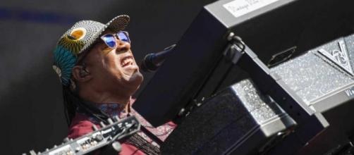 Stevie Wonder tells fans 'black lives matter'