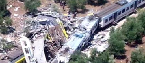 Ultime notizie cronaca, martedì 12 luglio: scontro fra due treni tra Andria e Corato