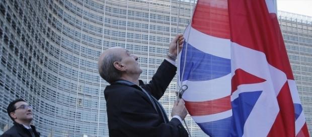 Aún no está claro si Gran Bretaña Saldrá de la UE - By Roberson.