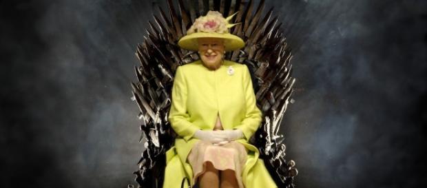 Montagem de Elizabeth II sentada no Trono de Ferro. Imagem: Google.