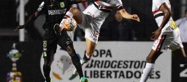 O São Paulo vai em busca de um milagre para chegar novamente à final da Libertadores.