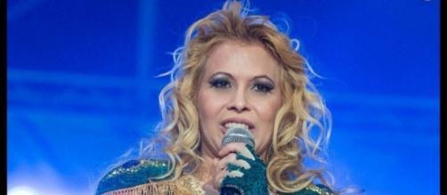 Sorridente, Joelma Calypso já usa nome artístico de carreira solo