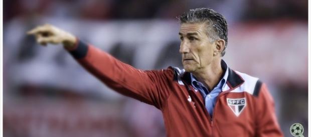 Bauza quer mais jogadores especialistas em Libertadores