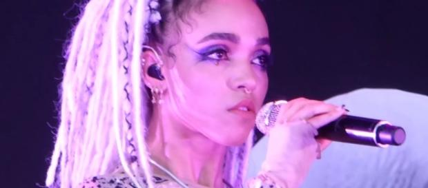 FKA Twigs performs three new tracks in Moscow