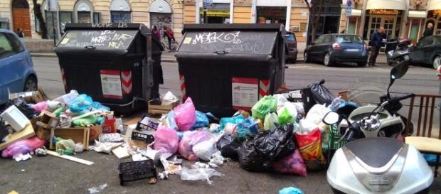 La crisi dei rifiuti urbani travolge Roma Capitale