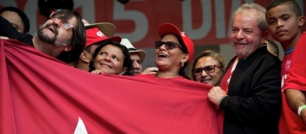 Lula ainda cogita possibilidade de ser candidato