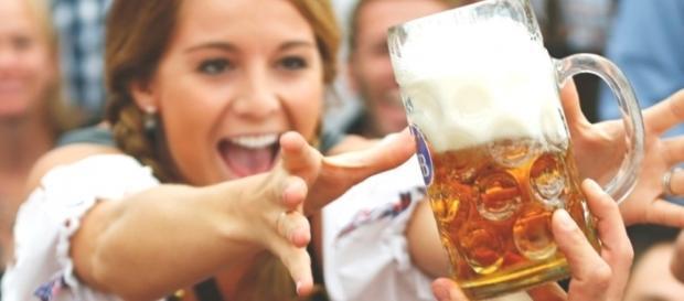 Os estudos confirmam o quanto a cerveja faz bem para as mulheres, mas a bebida tem que ser consumida com moderação