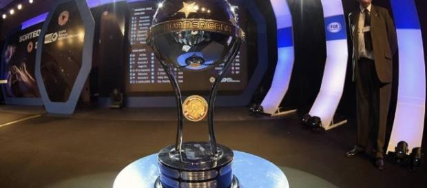Seis equipos argentinos se darán cita en la Copa Sudamericana 2016, certamen que definió los cruces con el sorteo en Santiago de Chile