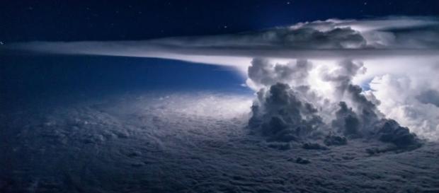 Tempestade no Oceano Pacífico é fotografada por piloto de avião (Foto: Santiago Borja)