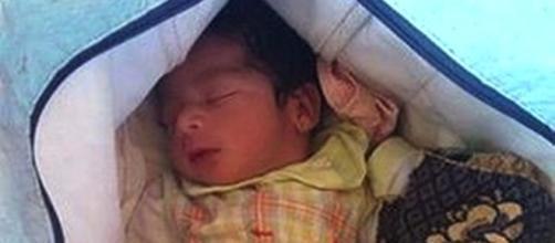Bebé ainda tinha cordão umbilical e terá nascido há menos de 24 horas
