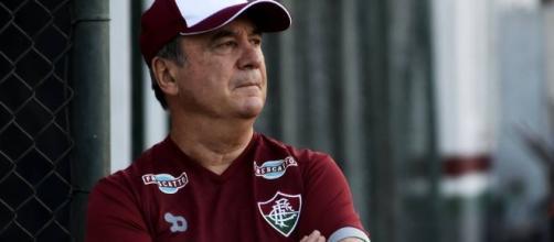 Levir Culpi apenas observa treino físico na reapresentação do Fluminense (Foto: Globo.com)