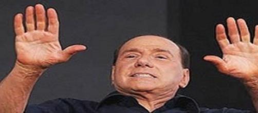 Ex-premier Berlusconi surge depois da operação Mãos Limpas