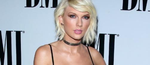 Taylor Swift accused of being a snake