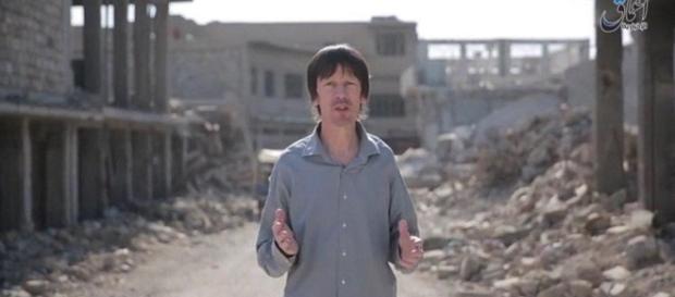 El periodista británico vuelve aparecer en vídeo