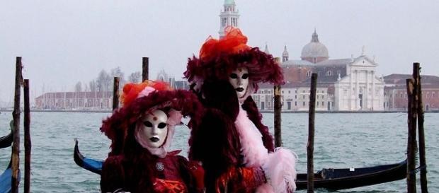 Motori ibridi a Venezia per i taxi acquei per salvaguardare l'ambiente e la salute