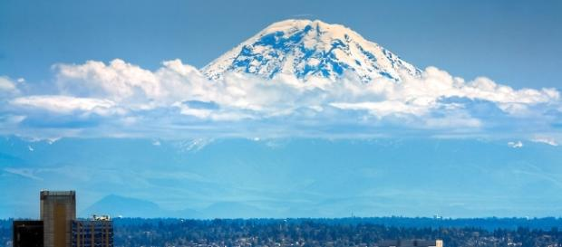 Mount Rainer towering over Seattle - Imgur - imgur.com