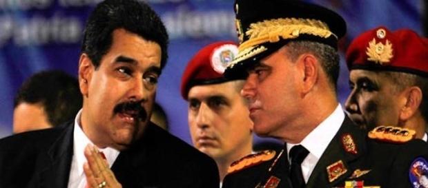 Nicolas Maduro le otorga superpoderes al General Vladimir Padrino López